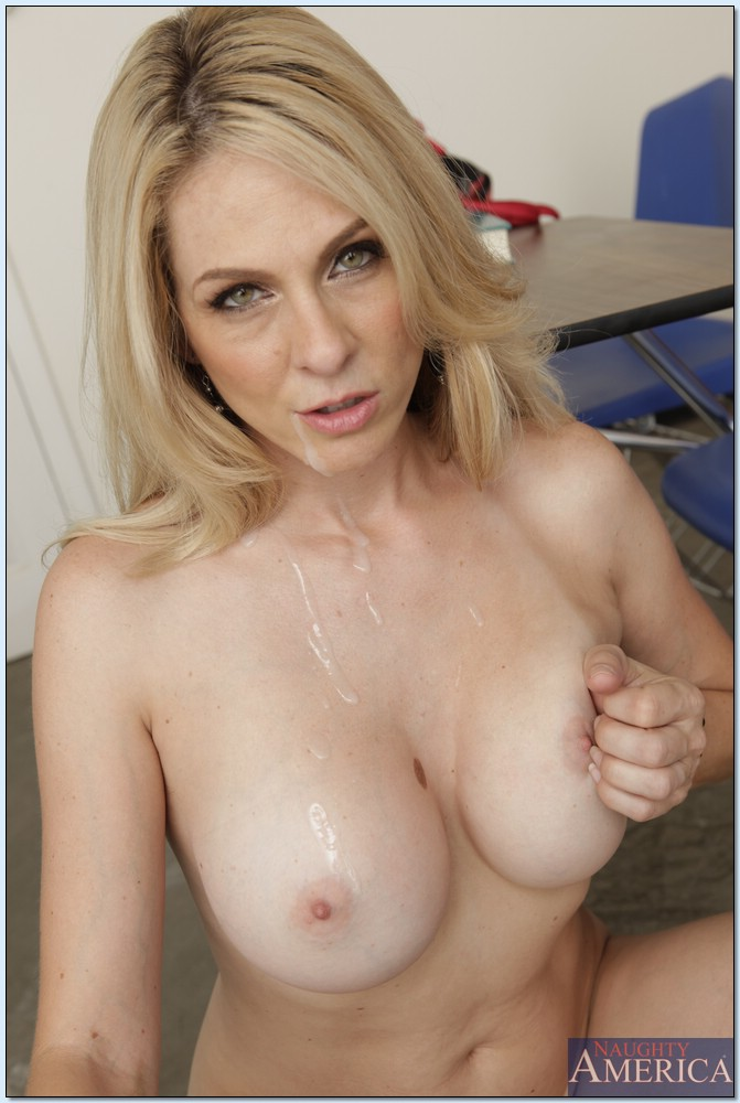 Skilled Milf Using Her Mouth and Boobs on Her Lover -