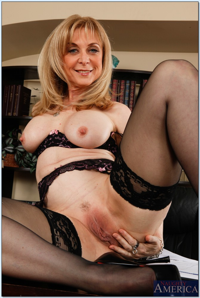 Mature housewife gives us a price less show - 3 part 3