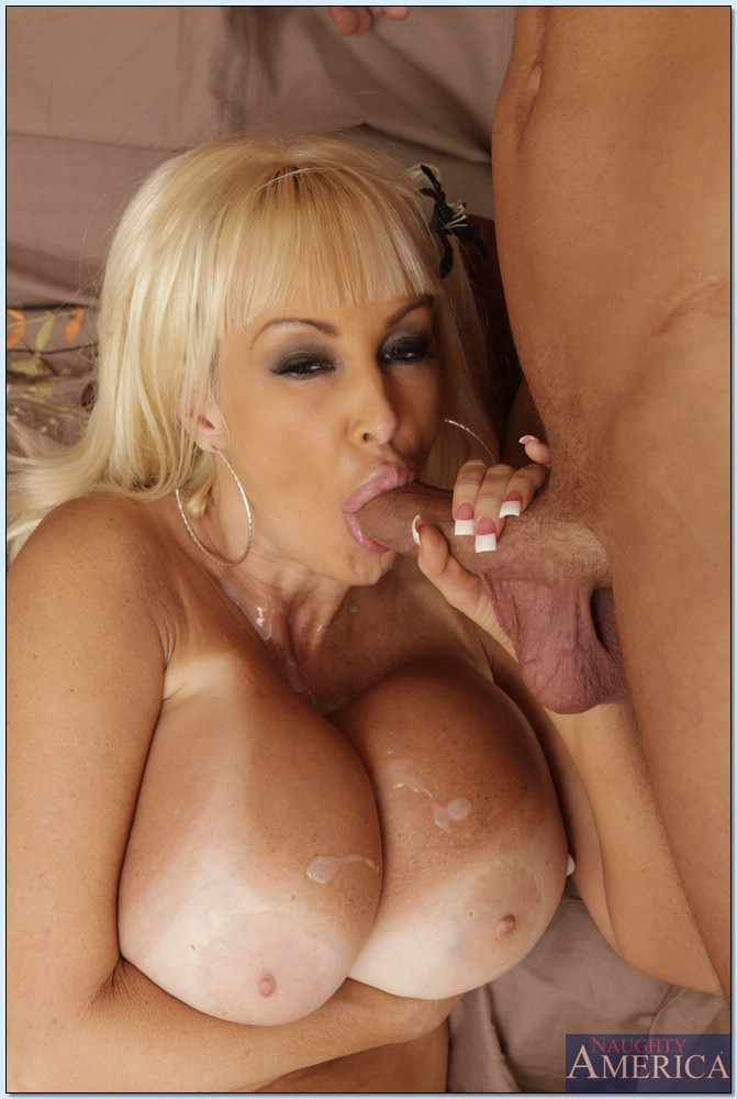 Lick cougar pussy