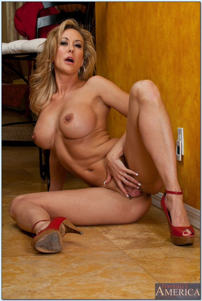 That would nude babe moms solo