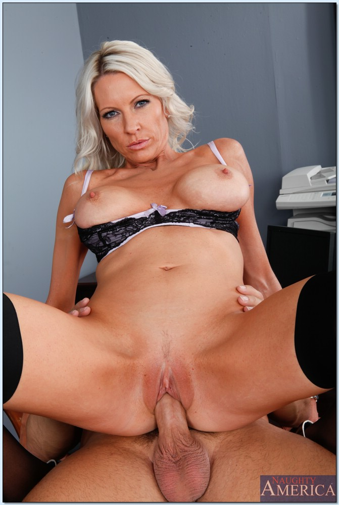 Bigtitted milf mrs starr ass slammed by alan stafford k98